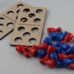 Mini-Würfelschiffe mit Spielfiguren